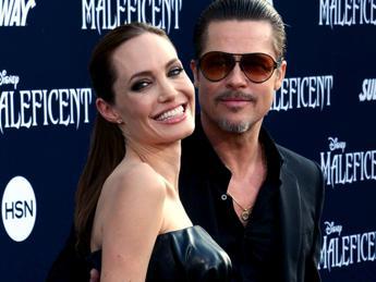 Brad Pitt aggredito a Los Angeles sul red carpet di 'Maleficent'/Video