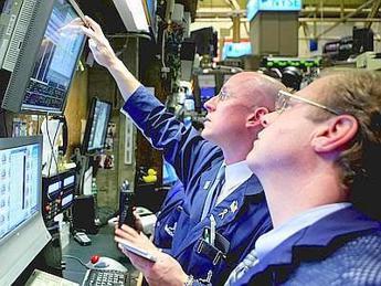 Borsa,Milano chiude negativa per stacco dividendi: europee miste