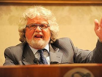 Grillo: Dietro scelte di Napolitano la trama di Prodi, De Benedetti e Monti