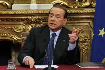 """Berlusconi: """"Renzi dica sì al presidenzialismo. Napolitano oltre la Costituzione"""""""