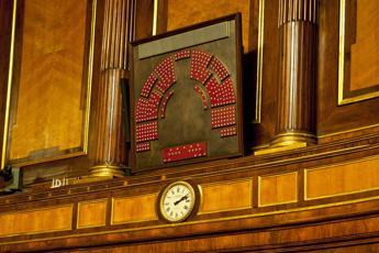 Riforme, Senato accelera: stop indennità e senatori a vita, resta l'immunità