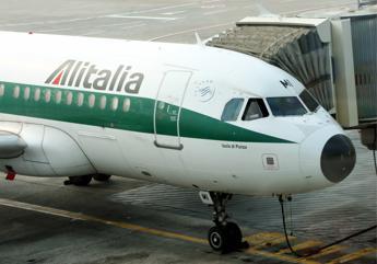 Esuberi Alitalia, trattativa in stallo. Lupi: Entro domani si deve chiudere