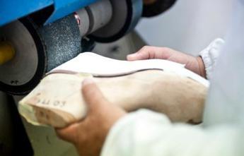 Sanità, favoriva le aziende per la fornitura di protesi: medico arrestato a Cagliari