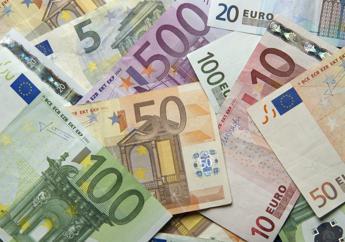 S&P declassa l'Italia, il rating scende a 'BBB-'. Pesano assenza crescita e aumento debito