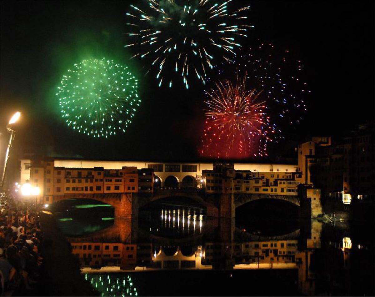 Firenze I Fochi Di San Giovanni Nella Suggestiva Cornice