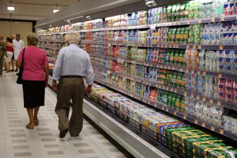 Inflazione, a giugno rallenta ancora. Giù i prezzi degli alimentari
