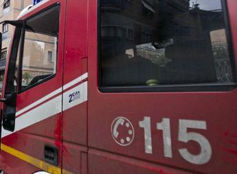 Roma, mezzo Ama va a fuoco: nessun ferito