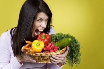 Pesticidi nel piatto, sono presenti in quasi tutti i cibi che mangiamo
