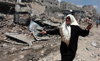 Gaza, un'altra strage di bambini. Israele accusa Hamas e avverte i civili: Evacuate