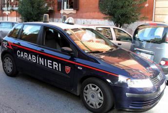 Varese, ubriaco picchia moglie e la minaccia: arrestato