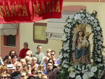 Calabria, la processione si 'inchina' al boss mafioso. Alfano: Rituale ributtante
