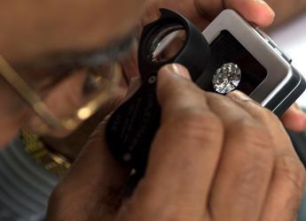 Palermo, tentano di vendere diamanti finti ma la vittima è un poliziotto