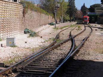 Tragedia sui binari, treno Gela-Caltanissetta investe e uccide tre operai della Rfi