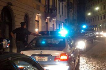 Roma, nuda su un cornicione di un palazzo per sfuggire a stupro. Fermato presunto aggressore