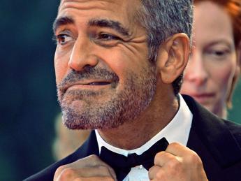 Clooney torna alla regia, presto un film sullo scandalo britannico delle intercettazioni