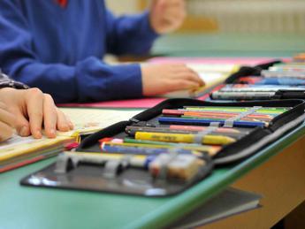 Scuola, stangata in arrivo per le famiglie: tra libri, zaini e quaderni spesa di 840 euro a studente