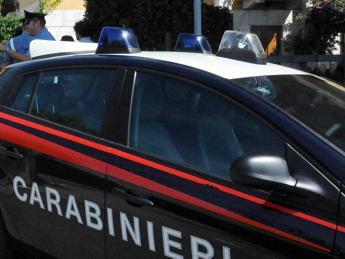 Ancona, accoltella a morte la figlia di 18 mesi davanti alla madre e ai nonni