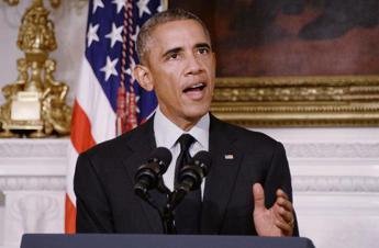 Obama punta sulle donne: Basta essere pagate meno degli uomini / Video
