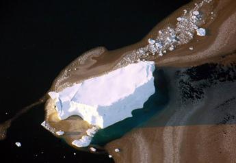 Sale il livello dell'Oceano Antartico, allarme dei ricercatori: il Polo Sud si sta sciogliendo