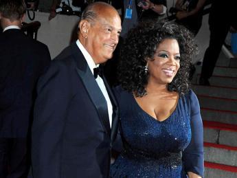 Addio a Oscar de la Renta, vestì Jackie Kennedy. Suo l'abito da sposa di Amal