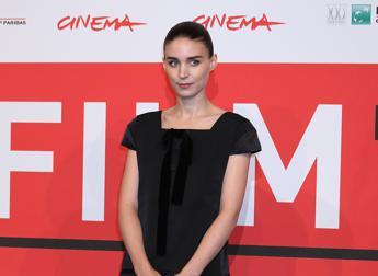 Festival di Roma, Rooney Mara sul red carpet per la prima di 'Trash'