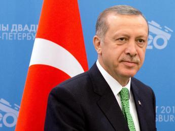 Turchia: Erdogan, uguaglianza tra uomini e donne è contro natura