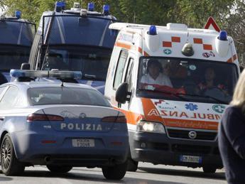 Milano, 36enne aggredito e rapinato nella notte