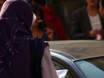 Comportamenti troppo occidentali, 15enne marocchina massacrata di botte dai familiari a Forlì