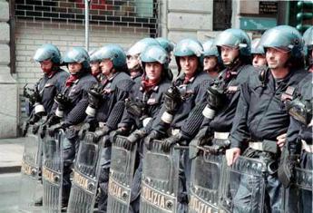 Sicurezza, Sap distribuisce spy pen ai poliziotti romani/Foto