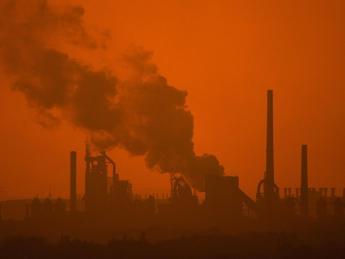 Accordo a Lima per ridurre i gas serra, Galletti: Importante passo avanti. Delusi gli ambientalisti