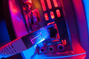 Download di un film hd in 2 secondi: Ibm presenta il chip fotonico