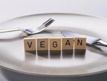 Alimentazione, contro i calcoli ai reni promossa la dieta vegetariana, un po' meno quella vegana