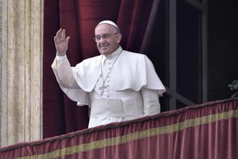 Papa all'Angelus: Falso il Natale dal sapore dolciastro