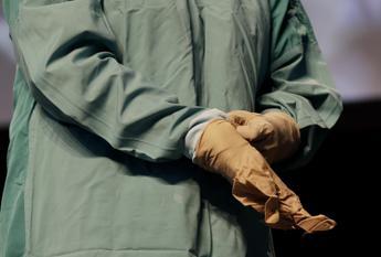 Ebola, due operatori sanitari ricoverati a Londra dopo puntura d'ago in Sierra Leone