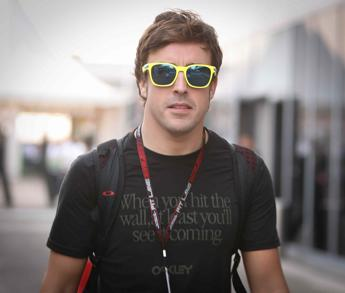 Paura per Alonso, in ospedale dopo un incidente a Montmelò. Il manager: ''Sta bene