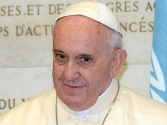 Il Papa esorta il mondo dell'informazione a essere libero e coraggioso