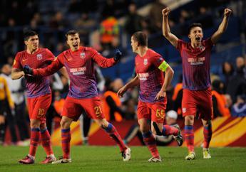 Steaua Bucarest senza nome, club privato di colori e simbolo