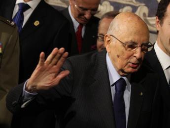 Crisi e antipolitica nell'ultimo messaggio di Napolitano, attesa per il discorso d'addio