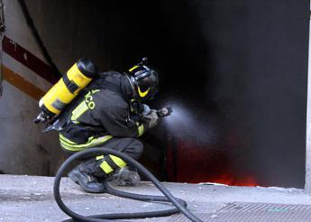 Roma, hotel in fiamme vicino alla stazione Termini: nessun ferito