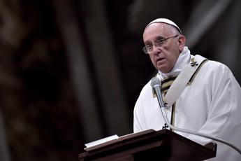 Migranti, Papa: Parrocchie non temano minaccia a loro tranquillità