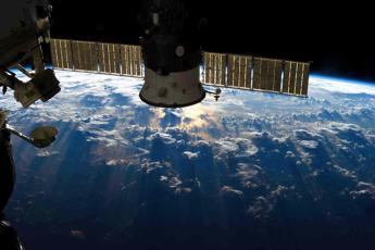 Allarme su stazione spaziale, Cristoforetti twitta: Stiamo tutti bene