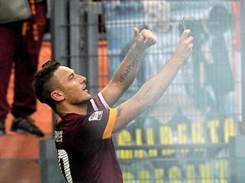 Doppietta e selfie, i media di tutto il mondo celebrano Totti