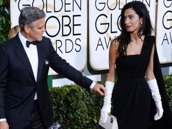 Gloden Globe, Amal Clooney sceglie Christian Dior in segno di solidarietà alla Francia