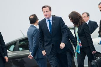 Gb, Cameron e intelligence vittime di uno scherzo telefonico, uno sconosciuto si è finto direttore del Gchq