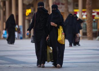 Troppo 'brutta' per apparire in tv, licenziata giornalista in A. Saudita
