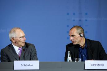 <p> I ministri delle Finanze tedesco, Wolfgang Schaeuble, e greco, Yanis Varoufakis (Infophoto)</p>