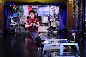 Samantha in Tv a 'Che fuori tempo che fa': Benvenuti nello spazio