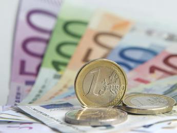 Reggio Emilia, trova portafogli con 900 euro e lo consegna ai carabinieri
