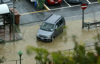 Frane e allagamenti in Sicilia per il maltempo, evacuate 28 abitazioni nel palermitano
