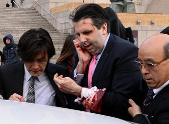 Corea del Sud, ambasciatore Usa aggredito e ferito a coltellate